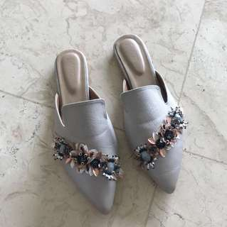 PVRA Pointed Slippers