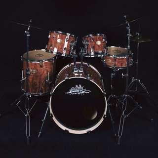 Dr. Drums Smashed Up Drumset (wood grain)