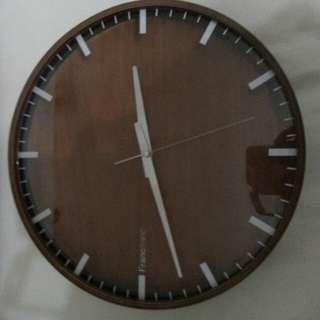 時鐘二手九成新12.5圓西貢區