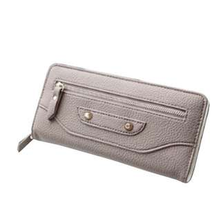 Dompet Studed