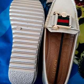Sepatu wanita gucci