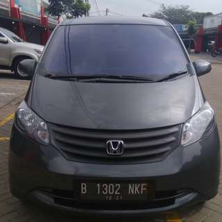 Honda Freed sd 1.5 AT tahun 2011grey km 72,000