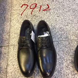 🚚 #ORIS 最新男款真皮皮鞋 👉39.40.41.42.43.44.45 💞💞現貨特價$2350/雙 🎉2款7912全素面 👍7913鞋面滾邊 💥💥現貨款🎊🎊