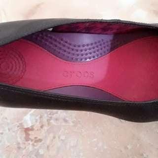 Sepatu crocs warna ungu muda ori