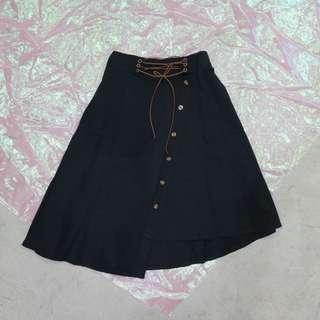 🚚 綁帶造型不規則釦子造型中長裙