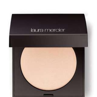 Laura Mercier Matte Radiance Baked Powder Highlighter 01
