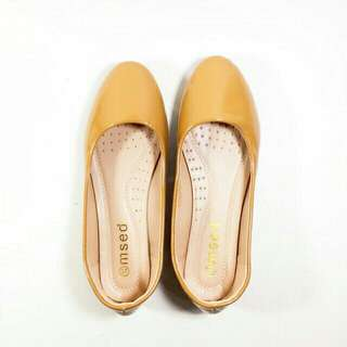 Smooth plain doll shoes