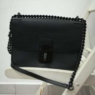 ORI ALDO Black Sling Bag...Ada tertangal sikit warna di bahagian Kunci bag Aldo