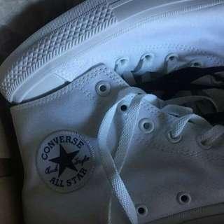 White converse chucks hi