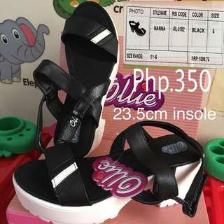 MALL PULL OUT OLLIE SANDALS (siZe 5)
