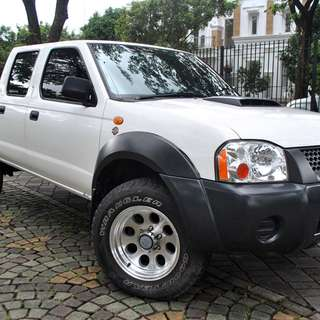 Nissan NP 300 Frontier MT 4WD 2010