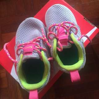 Sport Shoe - Nike Rosherun