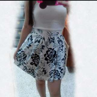 NEW FLOWERY SKIRT