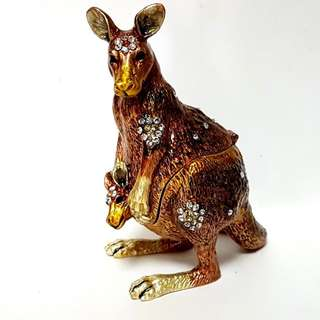 Australia Kangaroo  animal with hidden trinkit box