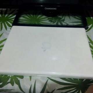 Macbook for sale ( old model 2010 )