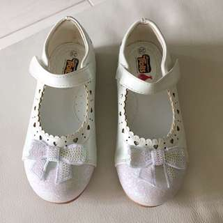 🆕Dreamworks Trolls White Shoes Size 26