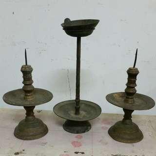 老铜制烛台与油灯台