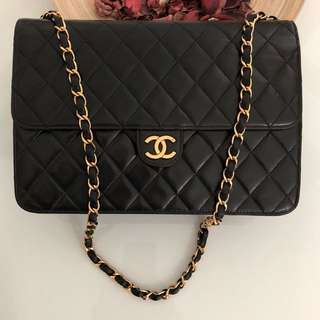 """CHANEL 10"""" ( 25cm ) MEDIUM Classic Clutch On Chain In Black Lambskin & GHW. Excellent Vintage Condition !"""