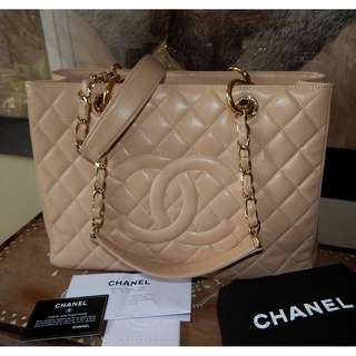 CHANEL quilted beige caviar GST bag (2014)