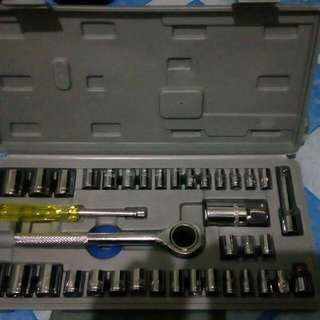 NEW LARGE 40pcs SOCKET WRENCH SET