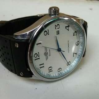 Jam tangan impor.