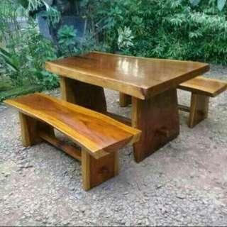 Meja tebal utuh tanpa sambungan