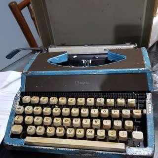 Royal Typewriter 200 vintage