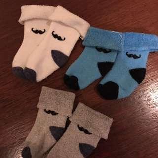 Kaos kaki iSi 3  moustache 6-12 bulan
