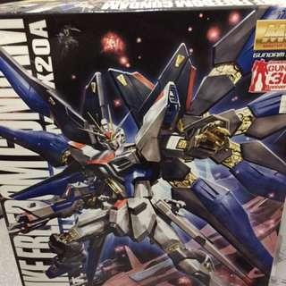 Gundam seed & destiny ( strike freedom, destiny, infinite justice)