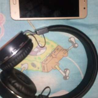samsung a8 with free headphone sony