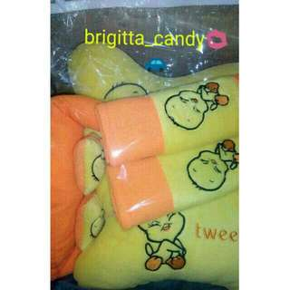 ( NEW PRODUCT ) Set 3 in 1 Bantal Sandaran Kepala utk Jok Mobil ( Front ) Fancy Tweety