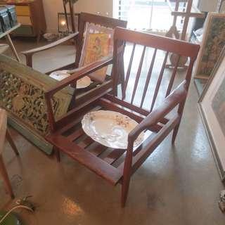 2 retro single sitter