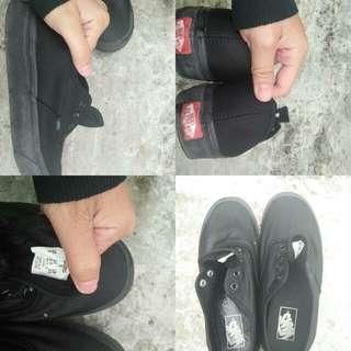 Sepatu authentic