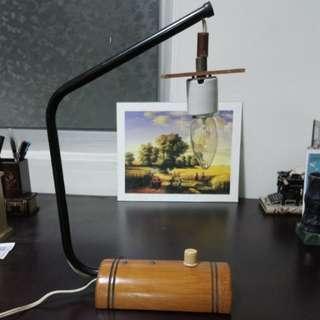 早期鐵管老燈