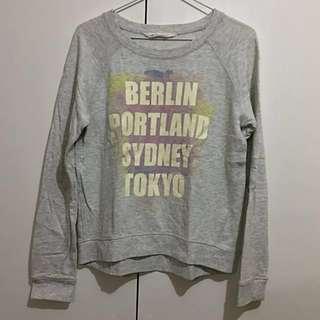 Original H&M Light Gray Cities Sweatshirt - Medium