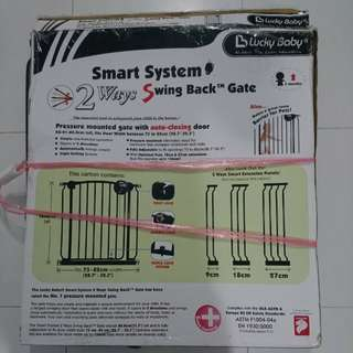 Safety gate for toddler
