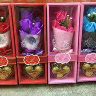 6 PCS FLOWER SOAP WITH CHOCOLATE