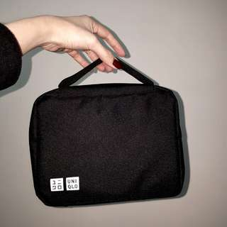 全新UNIQLO限量多分層多拉鍊網布內袋手提包 手拿包 化妝包 盥洗包 收納包 收納袋 可吊掛 超耐用 300D牛津布 黑色 百搭 素面 耐看