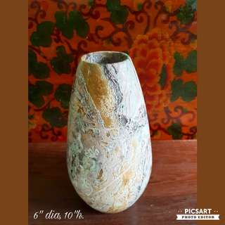 Beautiful Vintage Natural Mineral Stone Vase with smooth surface. Heavy & stable, can hold big flowers. Mint Conditon. $43 clearance offer, sms 96337309.