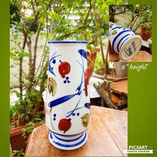 Vintage Chinese Porcelain Vase Hand-made in Jing De Zhen. Good Condition, no chip no crack. $18 offer, sms 96337309.