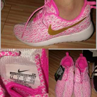 Authentic NIKE SHOES 6-7
