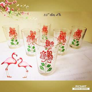 Vintage Glass Tumblers or Drinking Glasses with Retro Red & Green Flower on White Checkered Background. Just one size smaller than normal.  Unused, Good & Clear Condition. 6pcs for $12 Clearance Offer! sms 96337309.