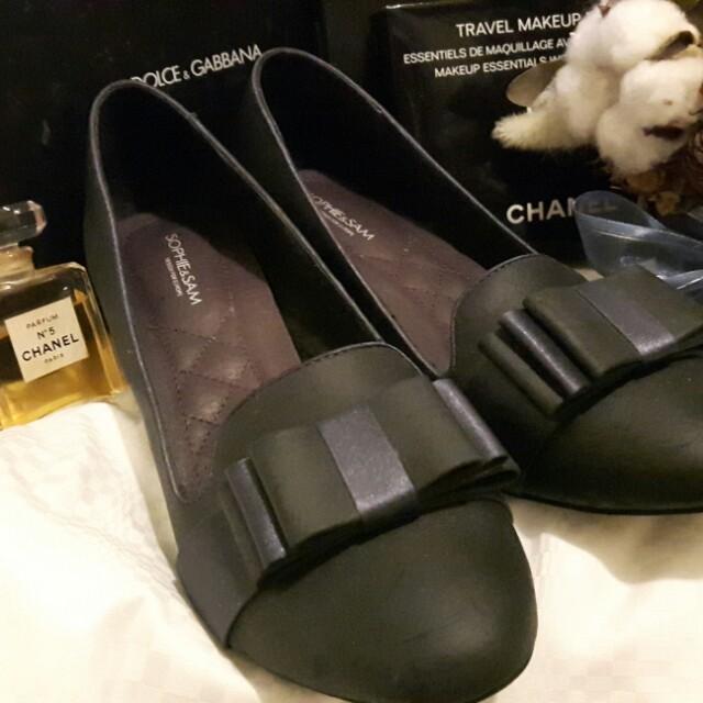 非常有設計感的真皮低跟包鞋