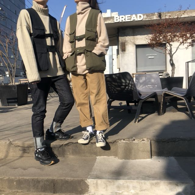 : #二的三次方口袋背心 (藏青/軍綠) #粗羅紋套頭針織上衣 #大反褶原色牛仔褲