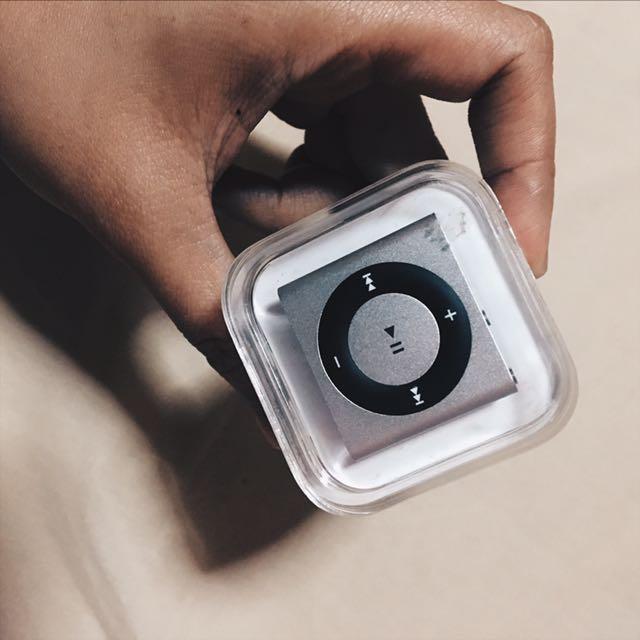 Apple iPod Shuffle 4th Gen