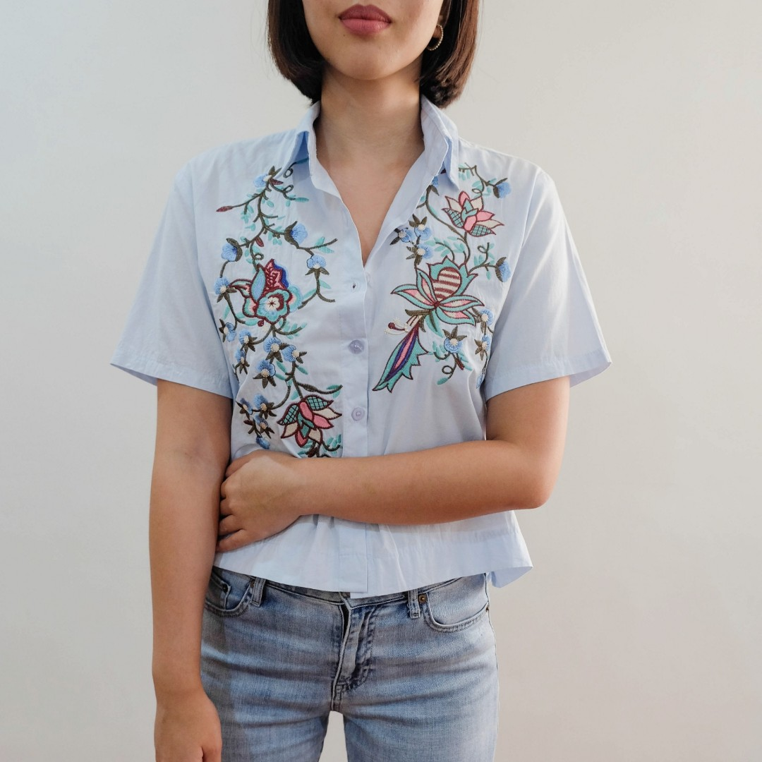 B16 LIGHT BLUE EMBROIDERED BUTTON DOWN