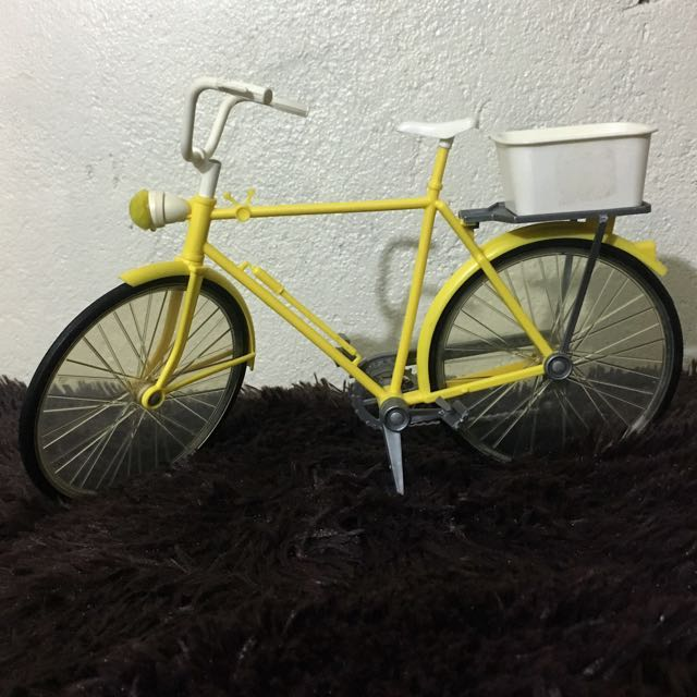 BARBIE VINTAGE YELLOW BICYCLE by Mattel