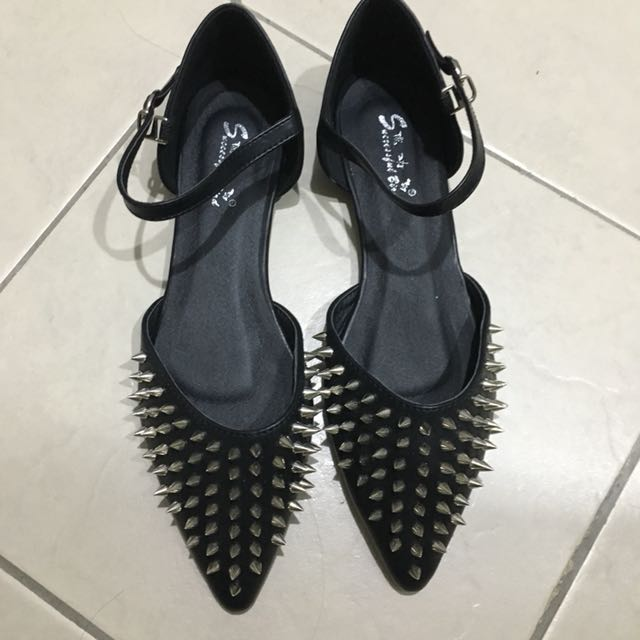 Black Spikes Pointed Flats size 38 39