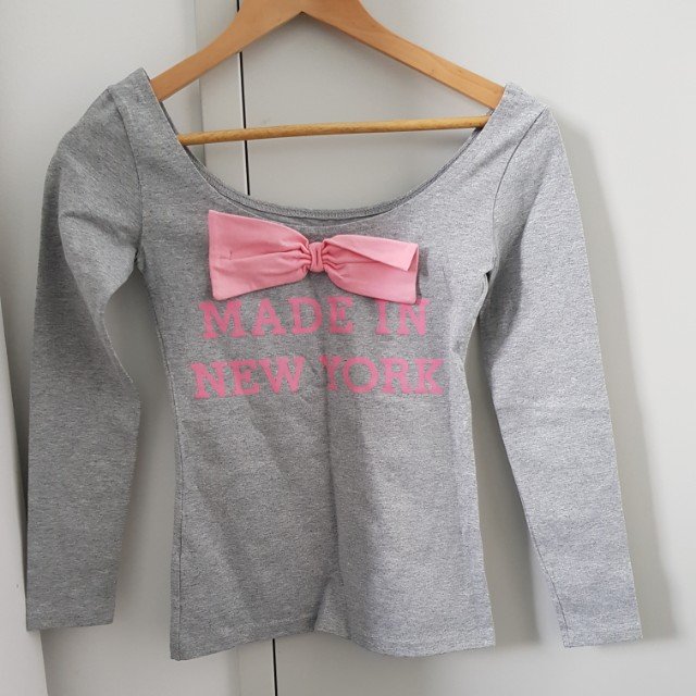 Cute ladies top with ribbon