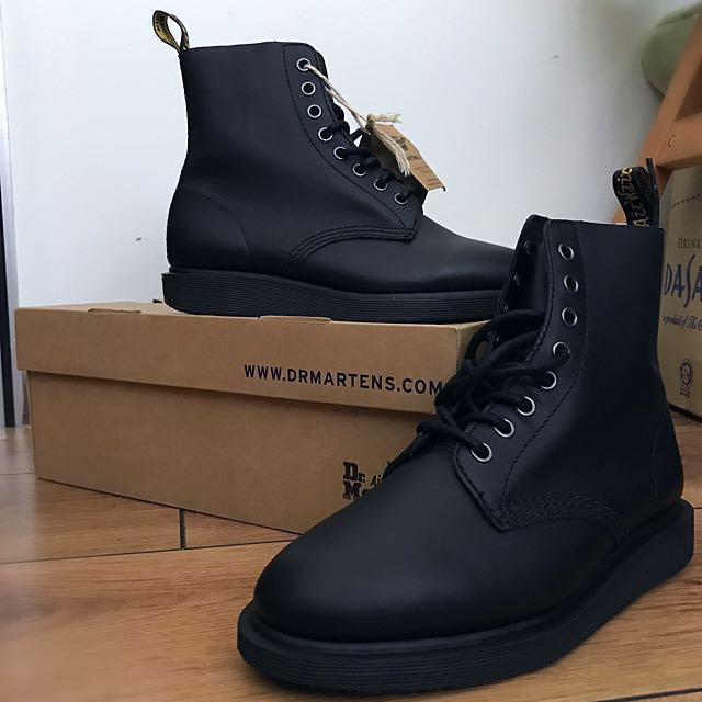 2454fd44ac69 Dr Martens Boots- Softwair - black- comfort footbed technology ...